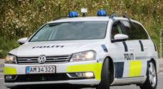 Politiet standsede en mand der kørte i en bil uden plader