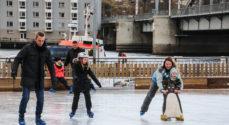 Skøjtebanen er åben igen - takket være tørre og kolde dage