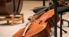 Se og hør symfoniorkestret spille Bach i en Coronatid