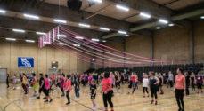 Hjælp Dance All Over med at støtte brysterne