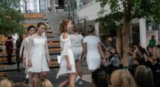 Brudekjoler Laila Helt stopper - Birgit Krab overtager butikken