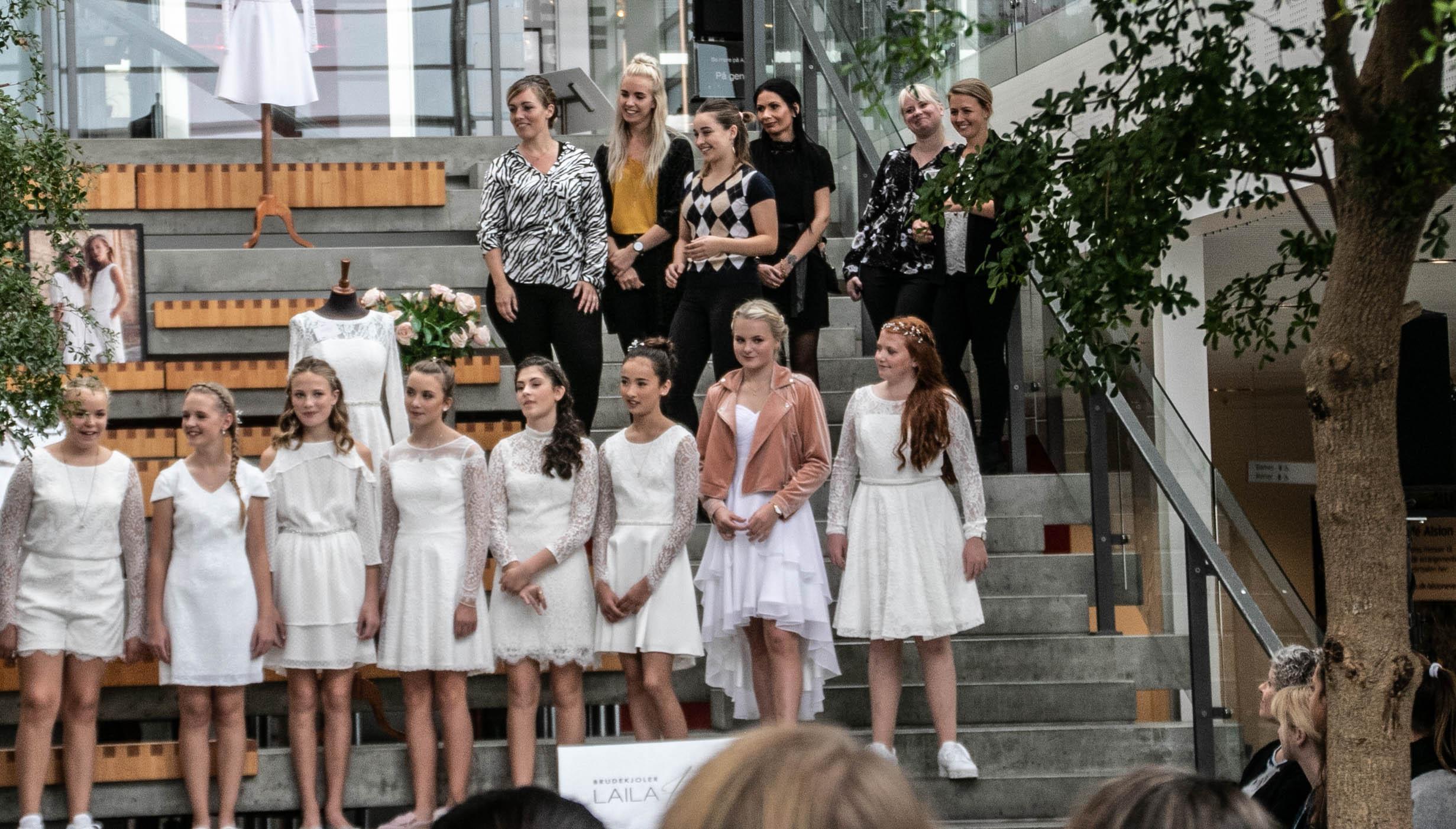 e01a88255123 Billeder  Brudekjoler Laila Helt viser konfirmandmoden 2019 ...