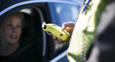 Kvinde - der mistænkes for spritkørsel - kørte ind i parkeret bil