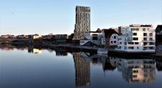 Dronningen besøger Byens Havn og Hotel Alsik