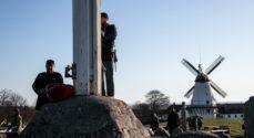 Det store flag ved Dybbøl Mølle er hejst