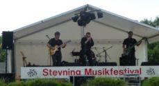 Lørdag klokken 13 begynder Stevning Musikfestival