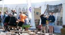 Elever fra Ahlmann-Skolen på besøg hos WoodSculpture