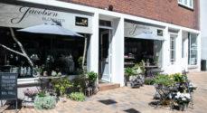 Konkurrence: Hjælp en butiksansat til at vinde en sommerbuket fra Jacobsen Blomster