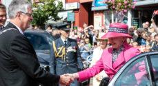 Borgmesteren tog imod Dronningen på Torvet i Gråsten