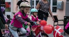LIVE TV: Optog med cykelringriderne gennem byen