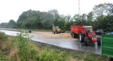 Billeder: Korn spærrer Omfartsvejen