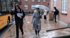 Minister, borgmester og andre delte Verdens Bedste Nyheder ud i Sønderborg