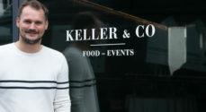 Hils på Jonas Keller foran hans nye Keller og Co