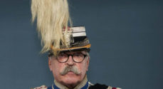 Tidligere major fortæller om De Kongelige Stalde og garderhusarerne