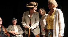 Teater om dagen opfører Anlæg med gangsti og bænke