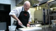 Kokkeelev i Det Sønderjyske Køkken tænker hele tiden på at blive bedre