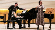 Promusica med fællessang, fløjte og strygermusik