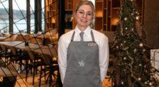 Overtjener Gitte Christensen er vild med at arbejde på Hotel Alsik