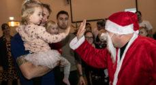 Julemanden besøgte Anja og Dans julearrangement