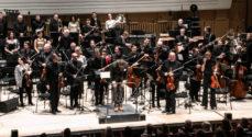 Symfoniorkestret og gospelsangere
