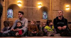 Billeder: Julegudstjeneste for og med børn