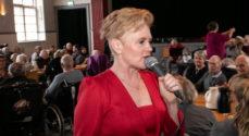 Billeder: Trine Gadeberg synger for de ældre