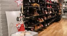 Jutta Sko sælger armbånd for En God Jul for Alle
