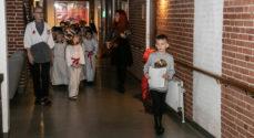 Skolebørn sang for de ældre på Mølleparken Plejecenter