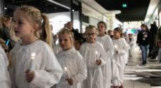 Billeder: Julemanden og Lucia-optog i Borgen