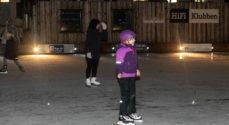 Billeder: Børn siger god for genåbnet skøjtebane