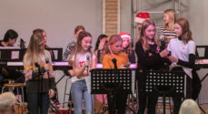 Billeder: Skolebørn synger julesange