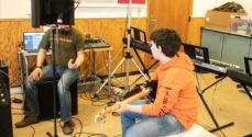 Elever fra Sønderskov-Skolen indspiller deres egen sang