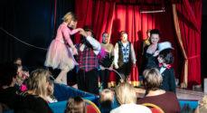 ALT UDSOLGT: Børn begejstrede for Cirkus Trapez i Borgen