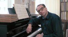 Oplev Jesper René spille klaverværker i Frimurerlogen