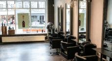 Kunderne hos Lenas Parykker kan stadig få hjælp - selve frisørsalonen er lukket
