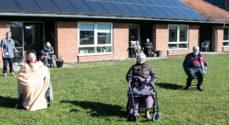Kommunen ser på om der skal tillades besøgende på plejecentrene
