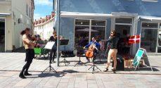 Symfoniorkester-musikere blev gademusikanter