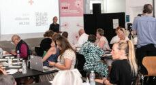 Røde Kors' Folkemøde: Frivillige er på vej med vaccine mod ensomhed