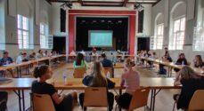 Skoleelever fordelte gennem forhandlinger en hel million kroner