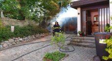 Mand sigtet for brand i carport
