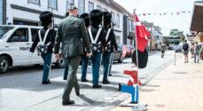 Billeder: Livgarden på vej gennem Gråsten