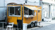 For en tid sælger Lazy Dog-ejerne burgere fra deres trailer