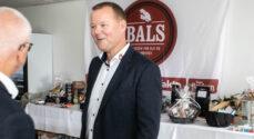 Karsten Hansen fejres for sine 25 år i Brugsen