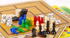 Biblioteket inviterer pensionister til brætspil